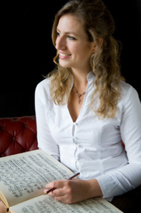 Nadine Andre - professional pianist & music teacher